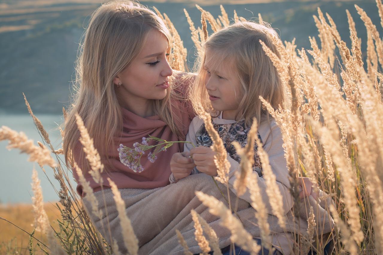 Opieka naprzemienna jest prawem dziecka.